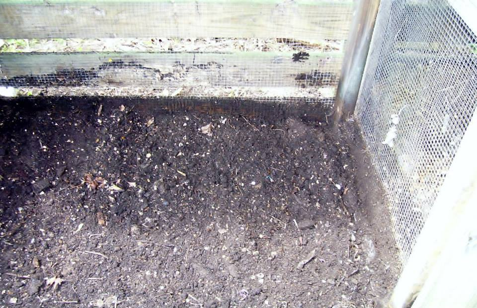 Roberts Flow Through Outdoor Vermicompost SystemPic 0001a