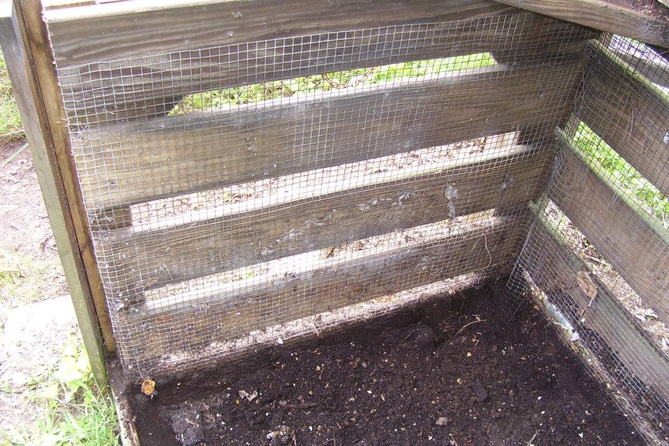 Roberts Flow Through Outdoor Vermicompost SystemPic 0002